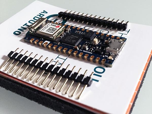 arduino-nano-unboxing-nano-33-IoT-front