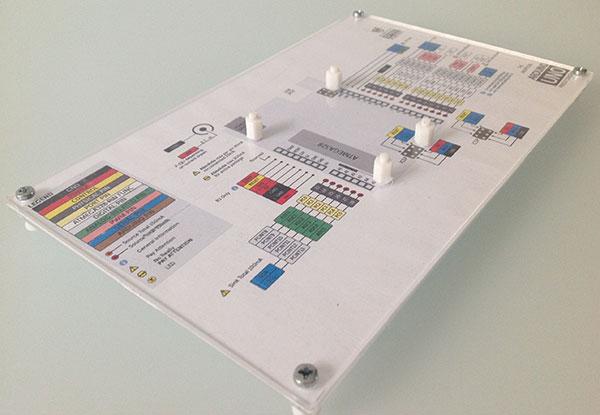 Basetta-prototipazione-arduino-pinout-montata-obliqua