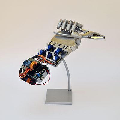 robot hand espositore pinza