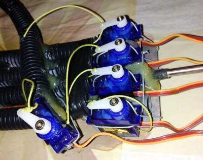 montaggio servo mano robotica