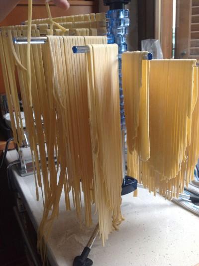 tagliatelle all'uovo stendere la pasta