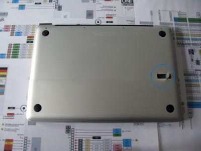 Sostituire Superdrive HDD rimuovere coperchio batteria