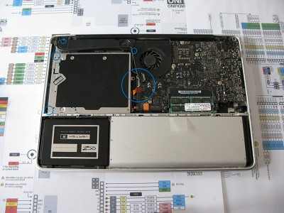 Sostituire Superdrive HDD remove connector viti