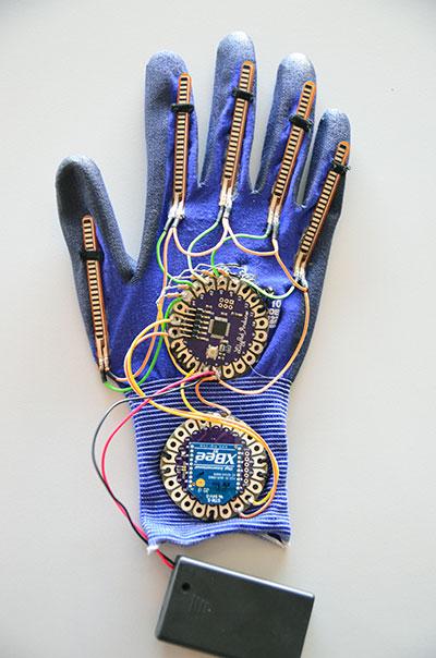 robot hand guanto con sensori