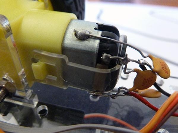 Robot segui linea motore condensatori