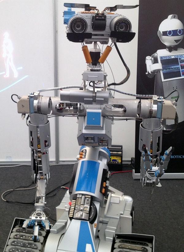robot makers novegro Jonny 5